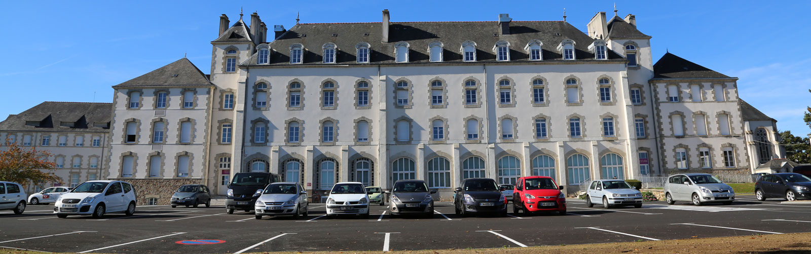 FACADE-MONTCALM-EXT-PARKING